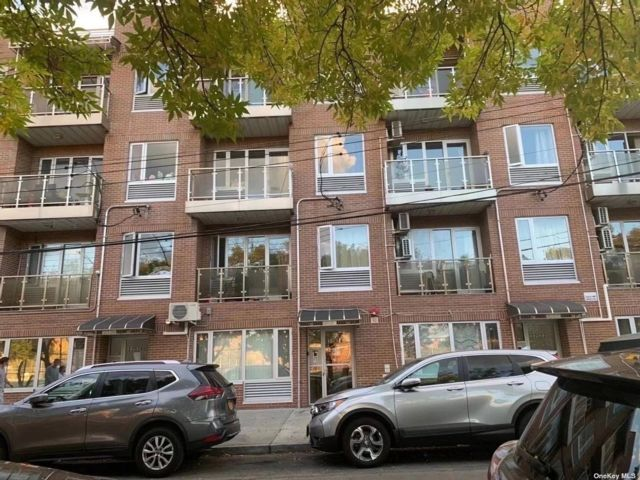 8 BR,  8.00 BTH Apartment style home in Flushing