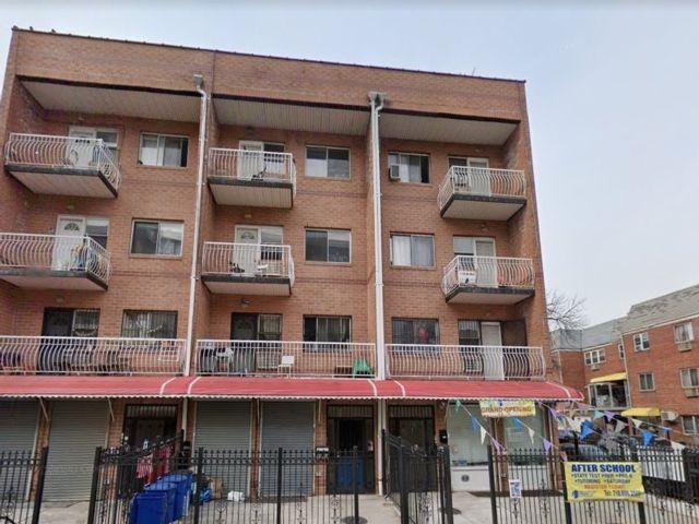 12 BR,  7.00 BTH Apartment style home in Elmhurst