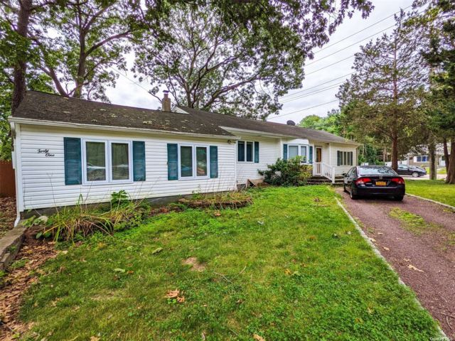5 BR,  4.00 BTH Farm ranch style home in Nesconset