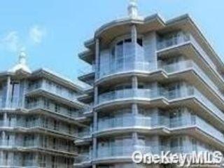 3 BR,  2.00 BTH Condo style home in College Point