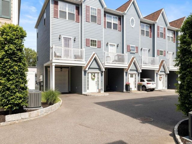 [Farmingdale Real Estate, listing number 3194796]