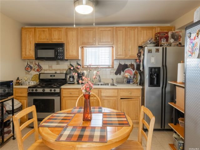 3 BR,  4.00 BTH Store+dwell style home in West Brighton