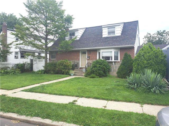 [Elmont Real Estate, listing number 3194862]