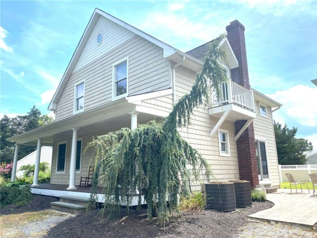 3 BR,  2.00 BTH Cape style home in South Jamesport