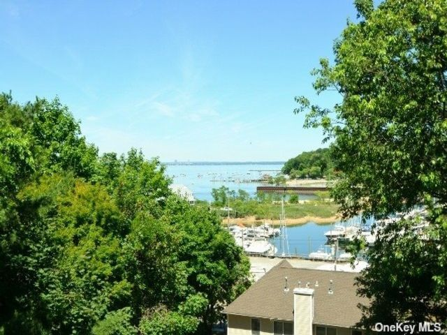 3 BR,  2.00 BTH Townhouse style home in Sea Cliff