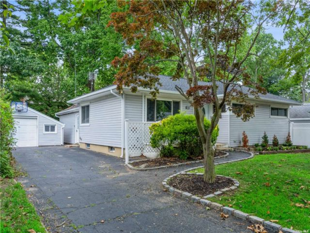 [East Meadow Real Estate, listing number 3195057]