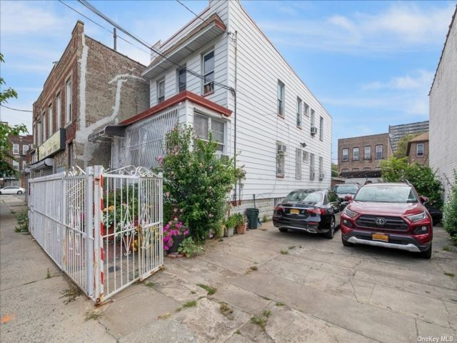7 BR,  2.00 BTH 2 story style home in East New York