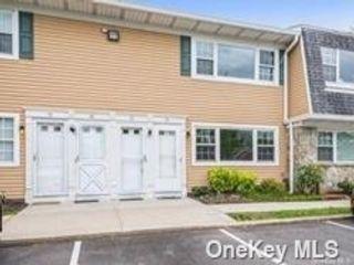 [Farmingdale Real Estate, listing number 3195191]