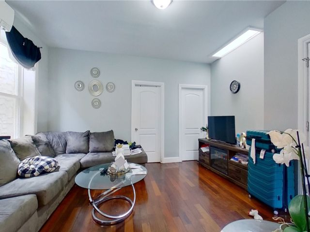 5 BR,  3.00 BTH Colonial style home in Brownsville
