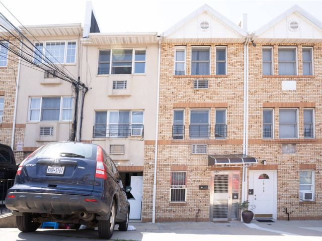 8 BR,  8.00 BTH Apartment style home in East Elmhurst