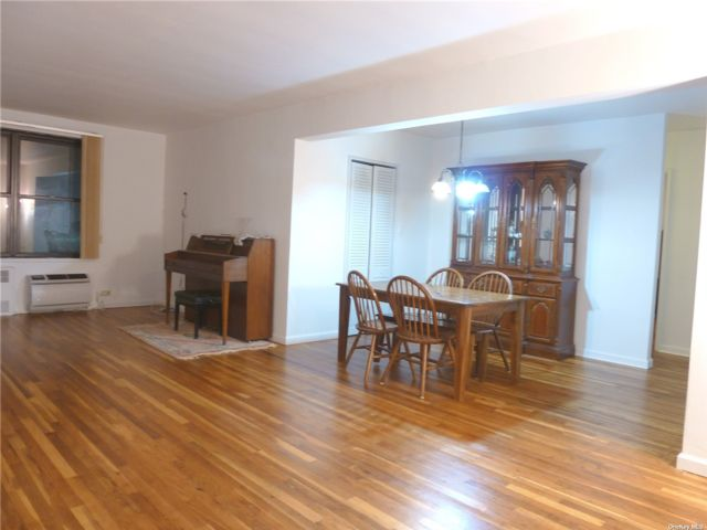 2 BR,  1.00 BTH Mid rise style home in Bayside