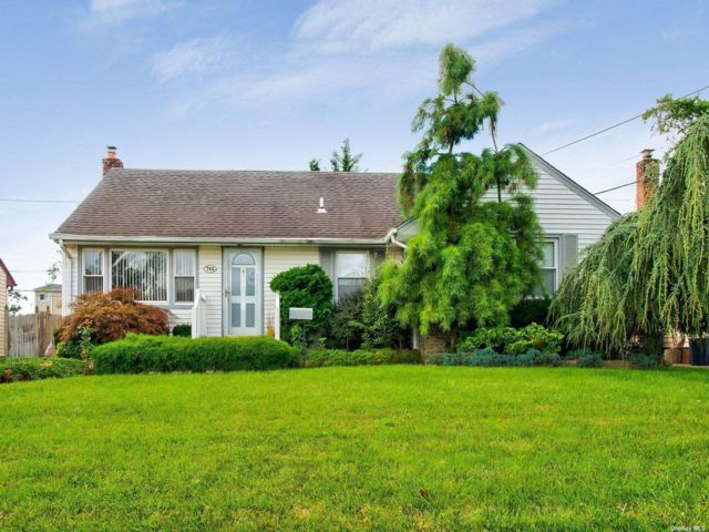 [Wantagh Real Estate, listing number 3195254]