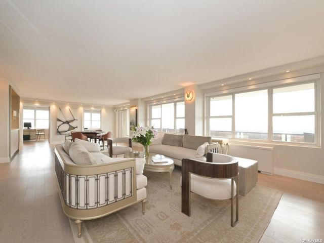 3 BR,  4.00 BTH High rise style home in Forest Hills