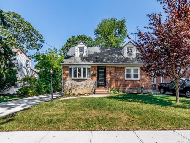 [Merrick Real Estate, listing number 3195282]