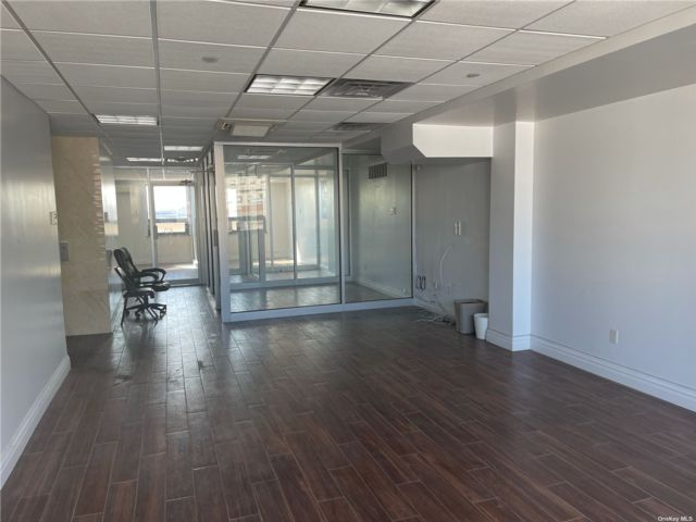 Studio,  0.00 BTH Commercial style home in Flushing