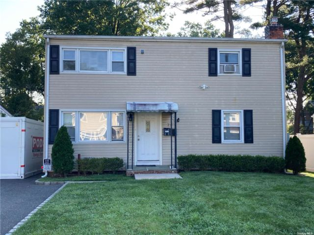2 BR,  1.00 BTH 2 story style home in Glen Cove