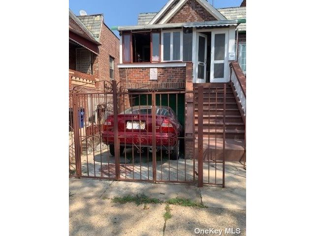 5 BR,  3.00 BTH 2 story style home in East Flatbush
