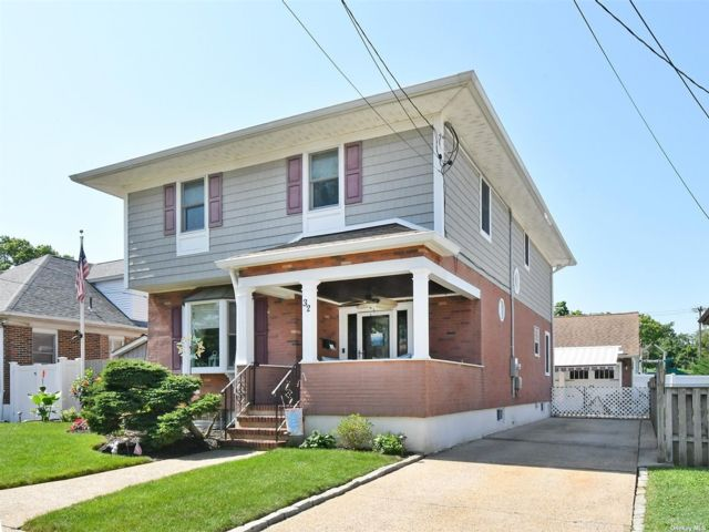 5 BR,  3.00 BTH Colonial style home in Lynbrook