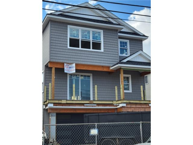4 BR,  3.00 BTH Contemporary style home in Island Park