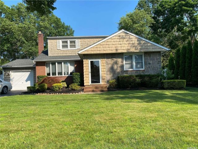 1 BR,  1.00 BTH Apt in house style home in Greenlawn