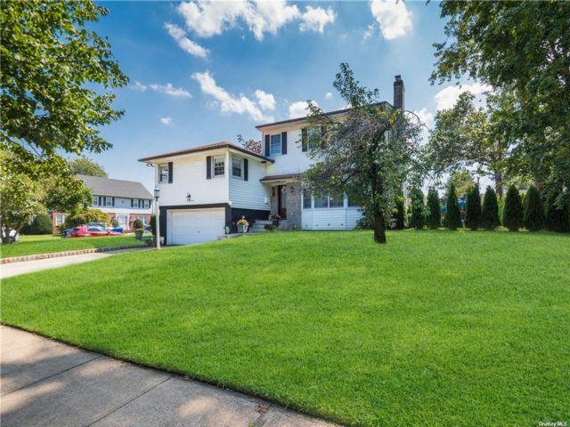6 BR,  4.00 BTH Split level style home in Garden City