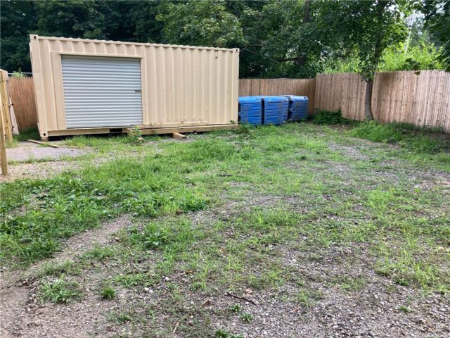 Studio,  0.00 BTH Commercial style home in Greenlawn