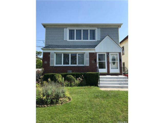 3 BR,  1.00 BTH Apt in house style home in Lynbrook