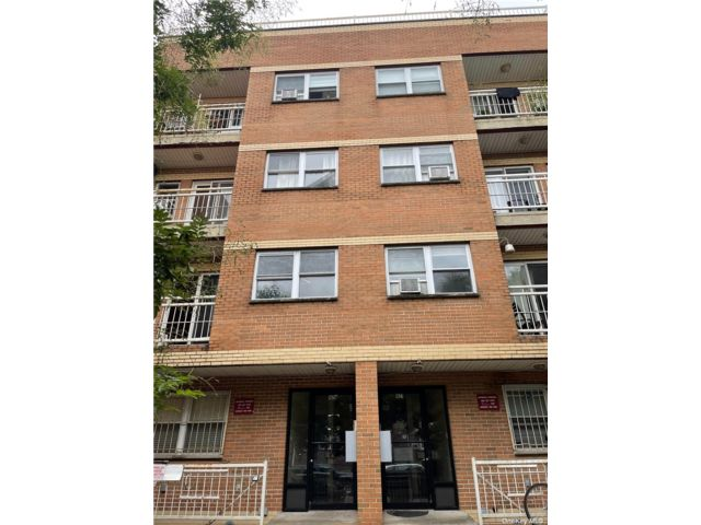 2 BR,  2.00 BTH Mid rise style home in Bushwick