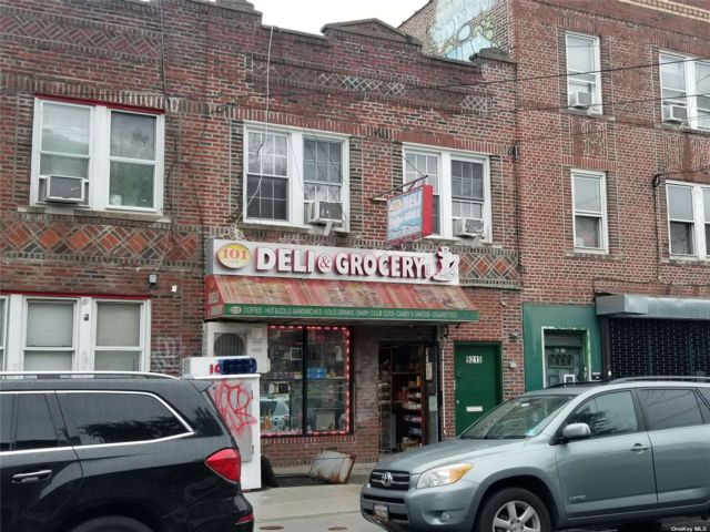 6 BR,  4.00 BTH Store+dwell style home in Ozone Park
