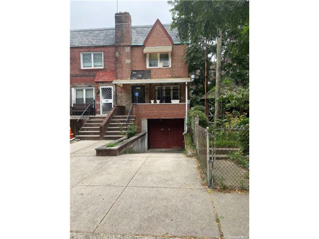 3 BR,  2.00 BTH 2 story style home in Long Island City