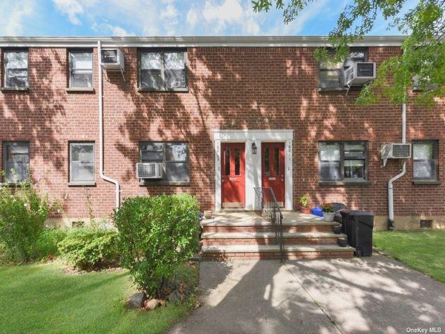 2 BR,  1.00 BTH Garden apartmen style home in Whitestone