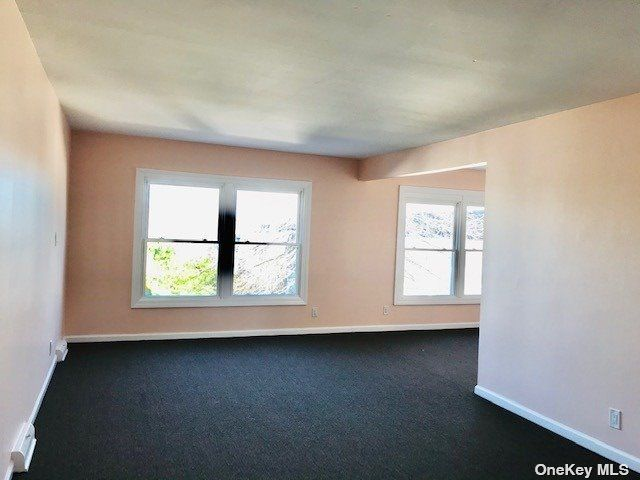 3 BR,  2.00 BTH Duplex style home in Bayside