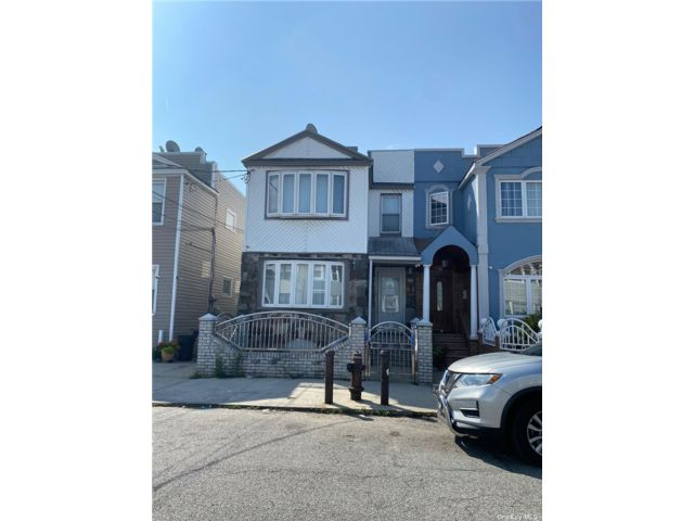 7 BR,  4.00 BTH Colonial style home in Ozone Park