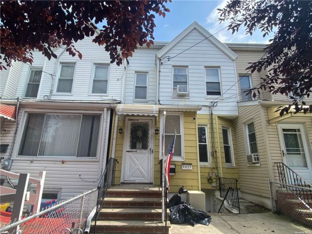 2 BR,  3.00 BTH Other style home in Richmond Hill