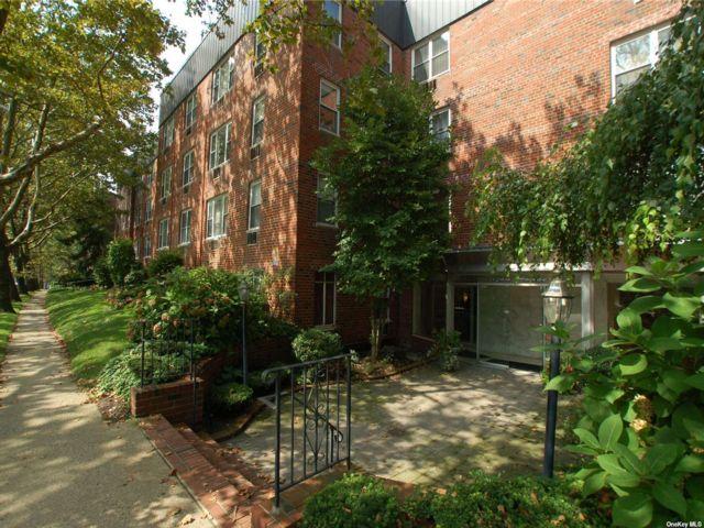 [Great Neck Real Estate, listing number 3195685]