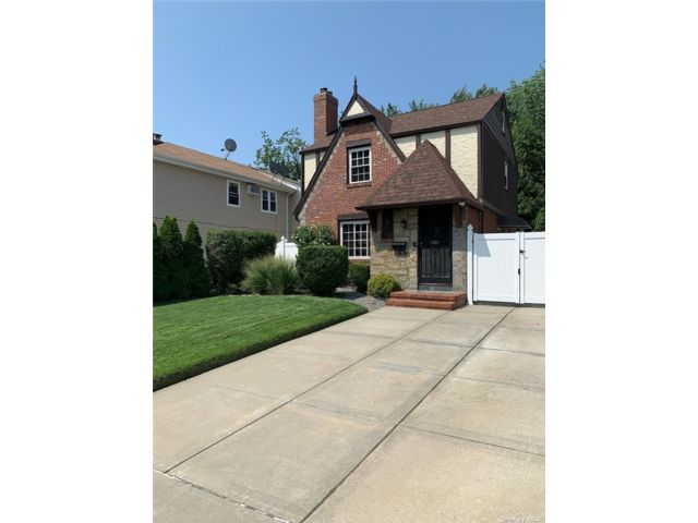 2 BR,  2.00 BTH Colonial style home in Cambria Heights
