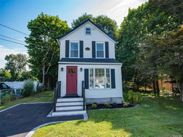2 BR,  2.00 BTH Colonial style home in East Islip