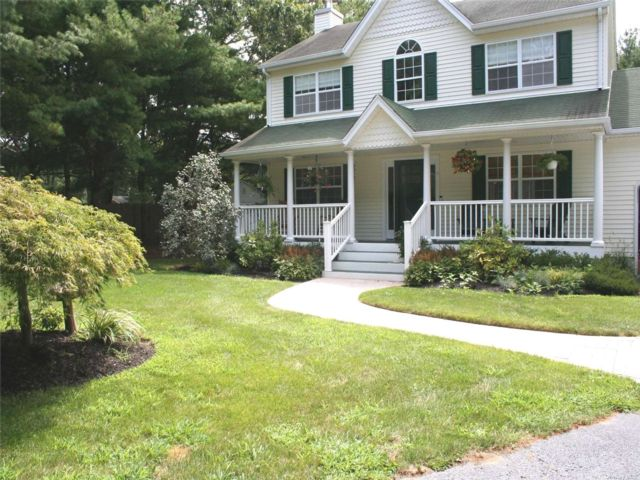 3 BR,  5.00 BTH Colonial style home in Westhampton Bch