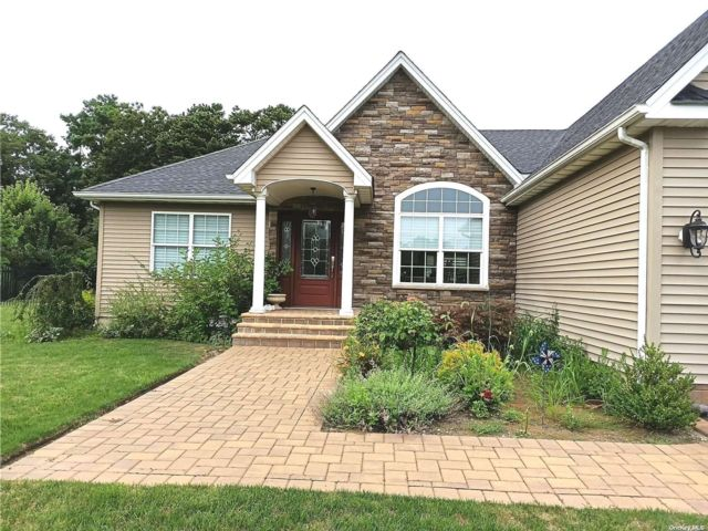 3 BR,  2.00 BTH Exp ranch style home in Manorville