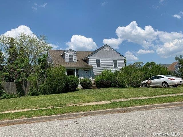 [Wantagh Real Estate, listing number 3195901]