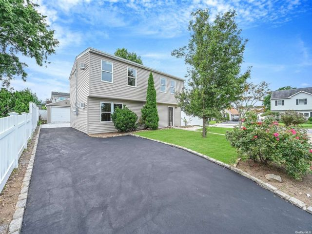 [East Meadow Real Estate, listing number 3195905]