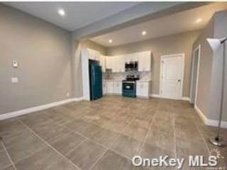 2 BR,  1.00 BTH Other style home in West Islip