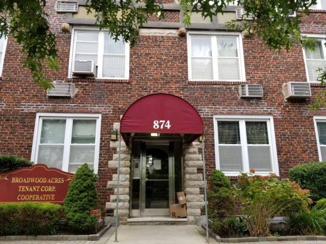 1 BR,  1.00 BTH Garden apartmen style home in Woodmere