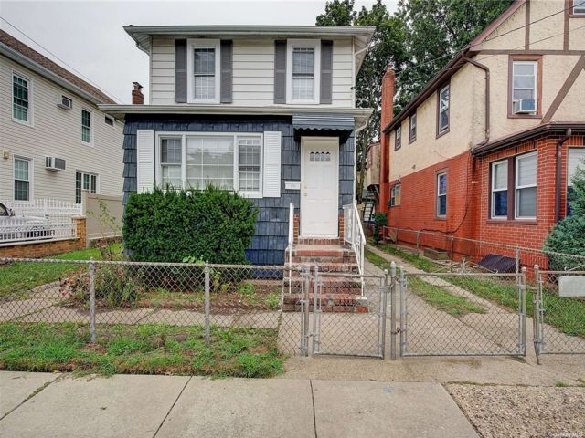 3 BR,  2.00 BTH 2 story style home in Elmont