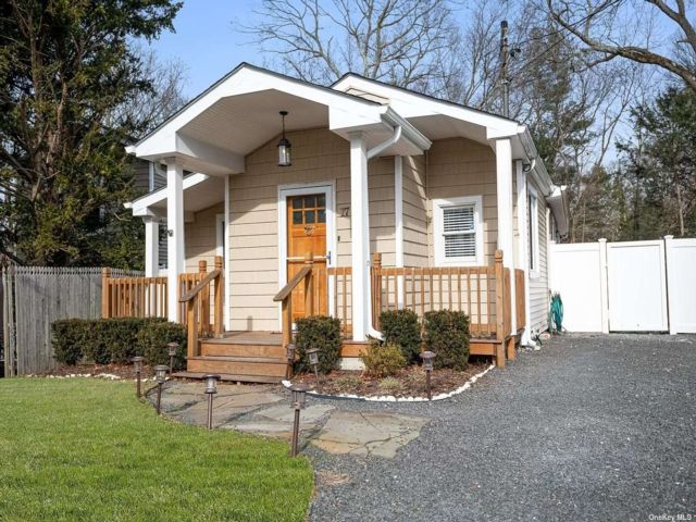 3 BR,  1.00 BTH Ranch style home in Huntington Station