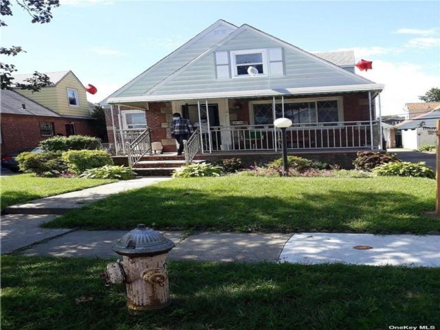 4 BR,  2.00 BTH Cape style home in Rosedale