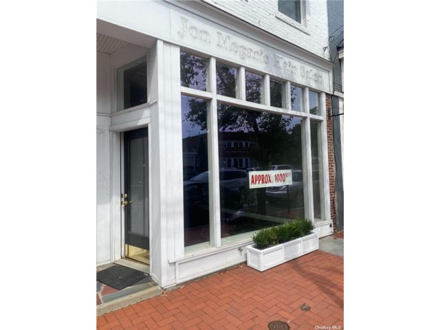 Studio,  0.00 BTH Commercial style home in Huntington