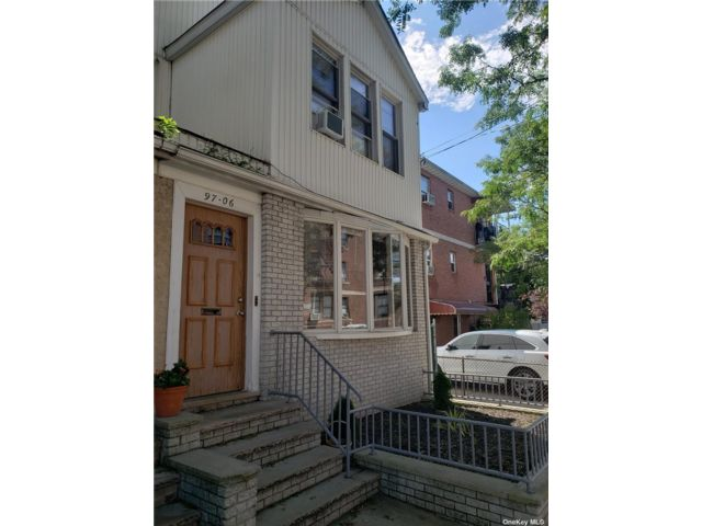 6 BR,  4.00 BTH 2 story style home in Ozone Park