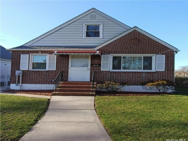 4 BR,  1.00 BTH Cape style home in Bellerose