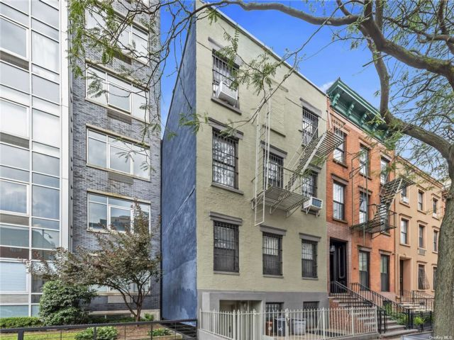 5 BR,  5.00 BTH Townhouse style home in Williamsburg